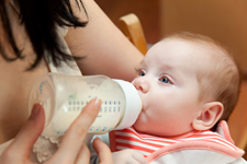 Thumbnail image for 6 Ways to Successfully Introduce the Bottle to a Breastfed Baby